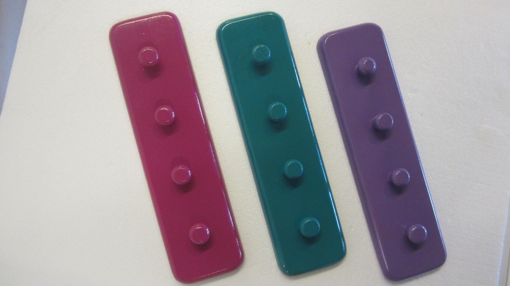 3 farvede knage