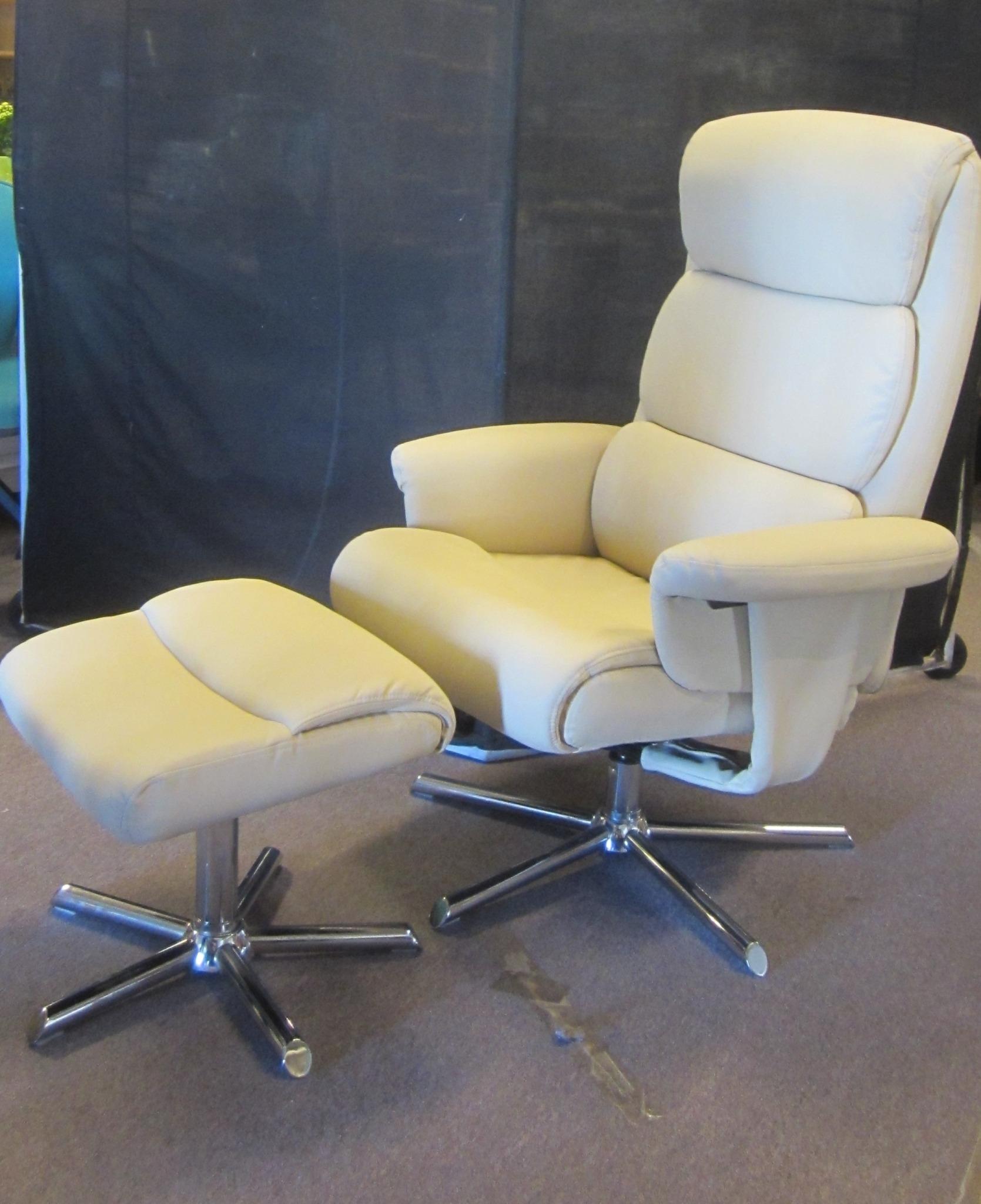 Læderstol med skammel