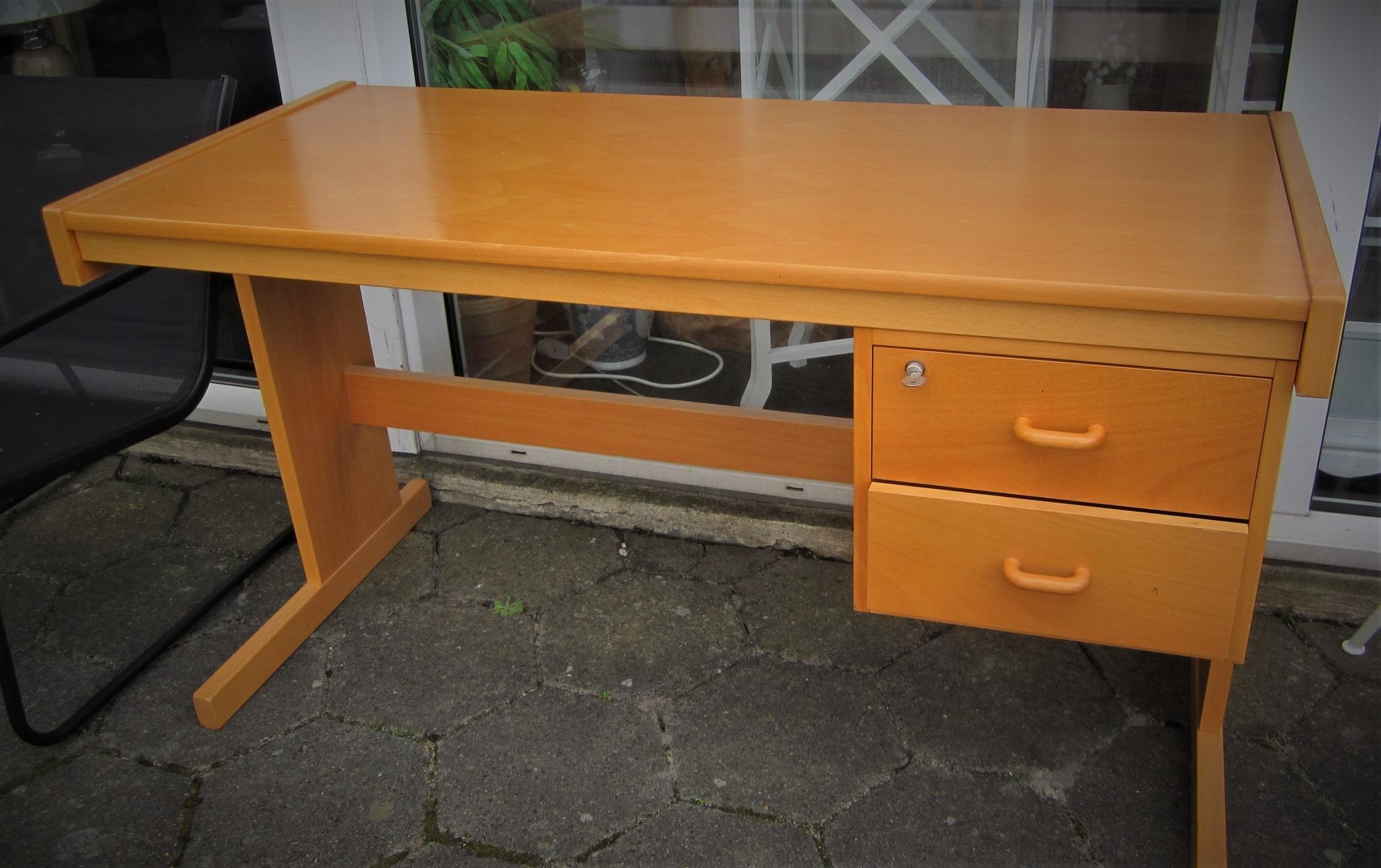 Brugt skrivebord i bøg